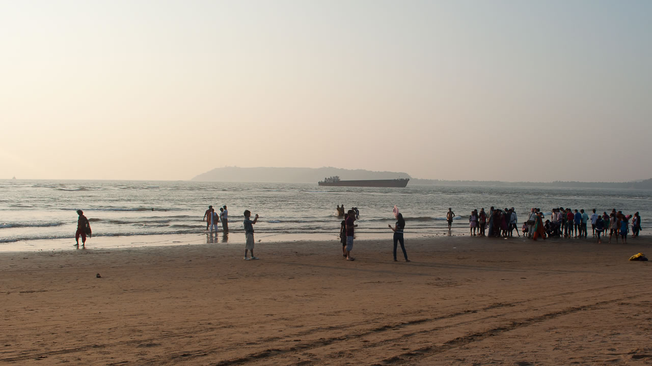 Miramar beach goa rugged anay for Miramare beach