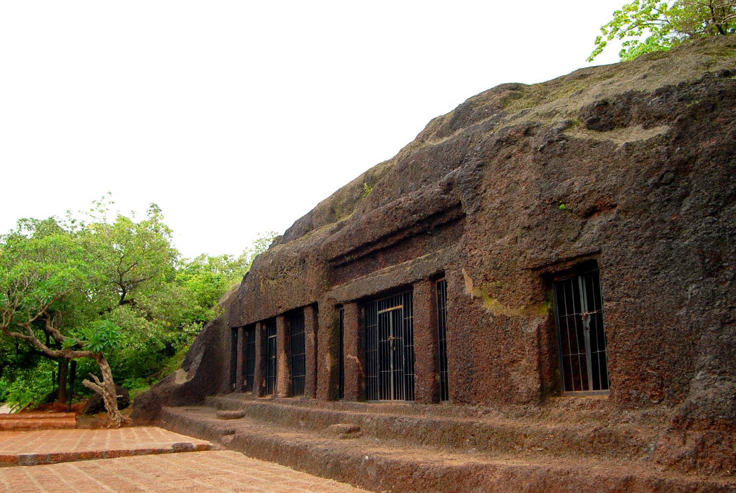 Photo of the week arvalem caves goa rugged anay for Historical vacation spots in the south